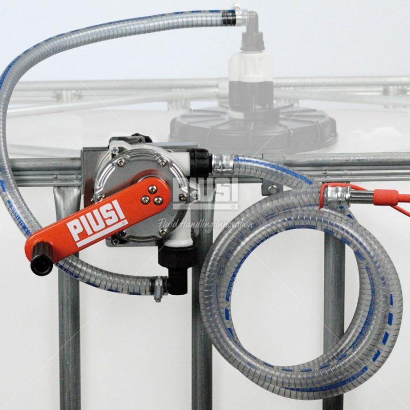 IBC nádrž na AdBlue 1000L+ ručné čerpadlo s držiakom